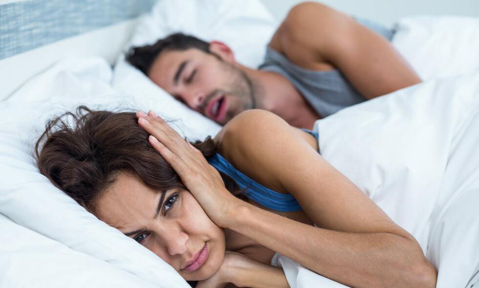 SNORKING: Det er flere årsaker til snorking, og i enkelte tilfeller bør man kontakte lege. Foto: Shutterstock / NTB Scanpix.
