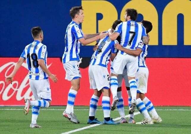 EKSTASE: Real Sociedad-spillerne jubler etter den andre scoringen til Diego Llorente. Foto: NTB scanpix