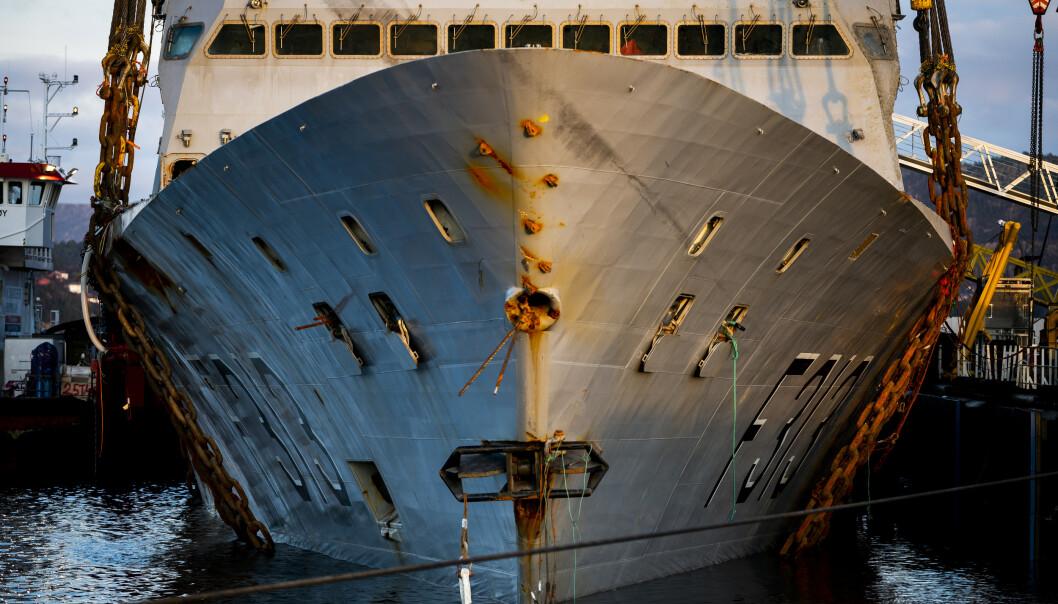Arbeidstilsynet har registret flere brudd ved arbeidet på den havarerte fregatten KNM Helge Ingstad. Foto: Ole Martin Wold / NTB scanpix