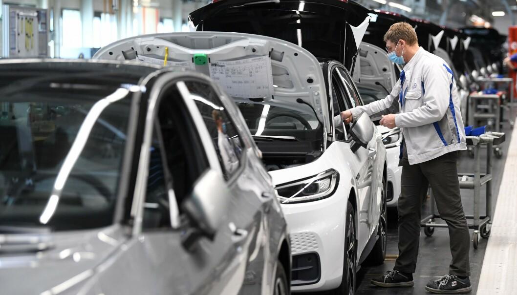I FULL PRODUKSJON: ID.3 har nå tatt opp kapasiteten etter VW Golf, som også ble produsert i Zwickau. Fabrikken produserer nå kun elektriske biler. FOTO: Hendrik Schmidt / POOL / AFP
