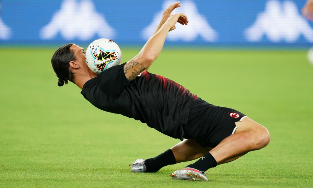 IMPONERENDE: Zlatan Ibrahimović under oppvarmingen til søndagens oppgjør mot Napoli. Foto: NTB Scanpix