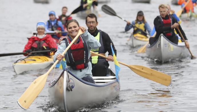 KANOTUR: Kronprinsessen liker å holde seg i aktivitet, og er gjerne å se både på fjellturer og i kano. Foto: NTB Scanpix