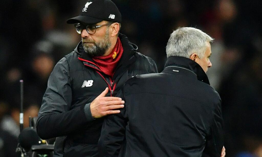 REAGERER: Jürgen Klopp og José Mourinho virker ikke begeistret over dommen Manchester City fikk. Foto: REUTERS/Dylan Martinez EDITORIAL USE ONLY / NTB Scanpix