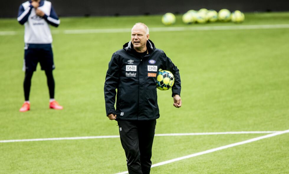 I AKSJON: Vålerenga-trener Dag-Eilev Fargermo på trening på Intility. Foto: Christian Roth Christensen / Dagbladet