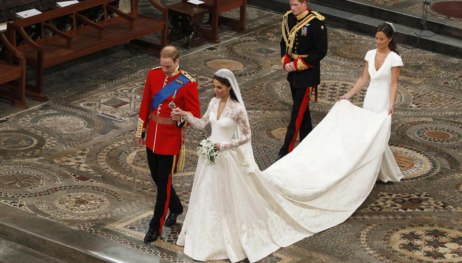 FANTASTISK KJOLE: Hertuginne Kate strålte på bryllupsdagen sin iført kjole designet av Sarah Burton. Foto: NTB Scanpix