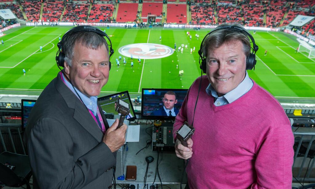 PROFIL: Clive Tyldesley i tospann med Glenn Hoddle under fotball-EM i Frankrike i 2016. Foto: NTB scanpix