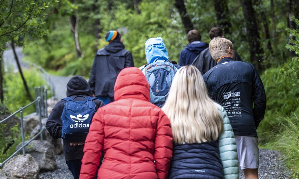 TURISTMAGNET: Nordmenn valfarter til Preikestolen i all slags vær, men fravær av utlendinger har halvert besøket. Foto: Lars Eivind Bones / Dagbladet.