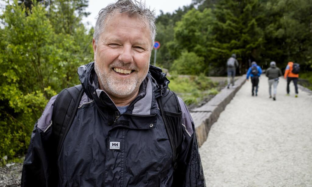 DANSKE: Carl Henrik Elkjer ferierer i år i Norge, og har denne julidagen tatt seg turen til Preikestolen.Foto: Lars Eivind Bones / Dagbladet.