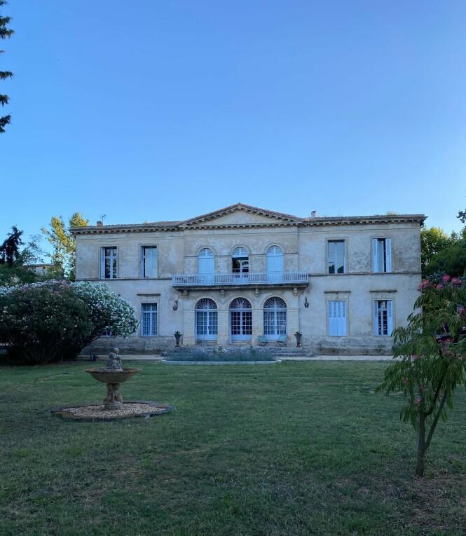 HUSET: Det er altså her Lavrans Sollis foreldre har kjøpt seg hus, og hvor familien på fire tilbringer deler av sommerferien sin. Foto: Privat