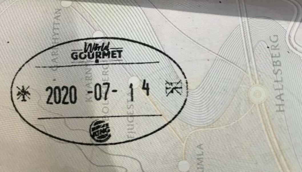 <strong>KAMPANJE:</strong> Burger King i Sverige ber om å få stemple passet - i retur får gjestene en gratis burger. Foto: Max Sohl Stjernberg