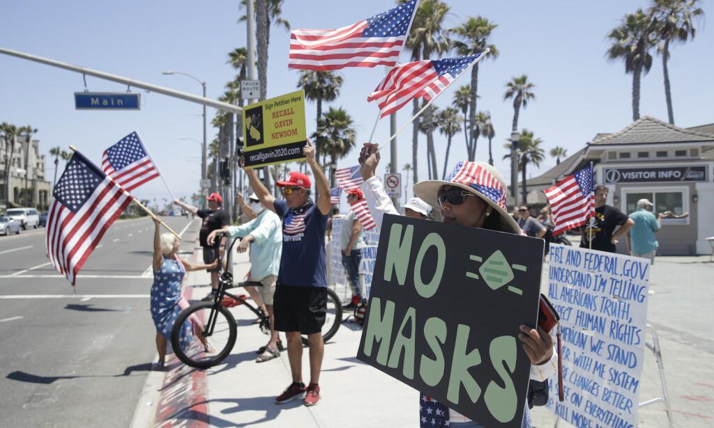 Demonstrasjon mot nye tiltak i California. Foto: AP / NTB scanpix