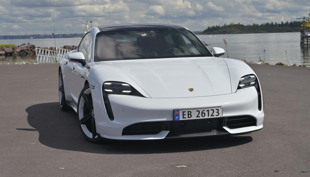 <strong>OPPGRADRES:</strong> Elbilen Porsche Taycan får flere forbedringer. Foto: Rune M. Nesheim