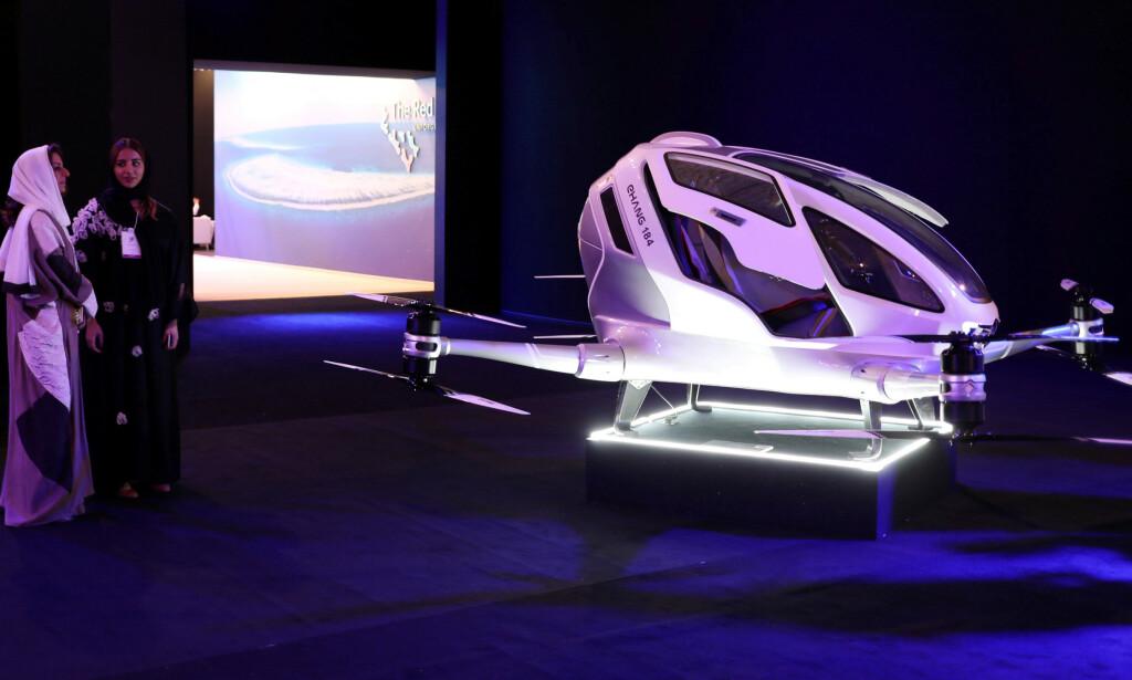TREKKPLASTER: Under en presentasjon i 2017 av det som skal bli byen Neom, viste man også fram en prototype av den såkalte drone-taxien. Foto: NTB Scanpix