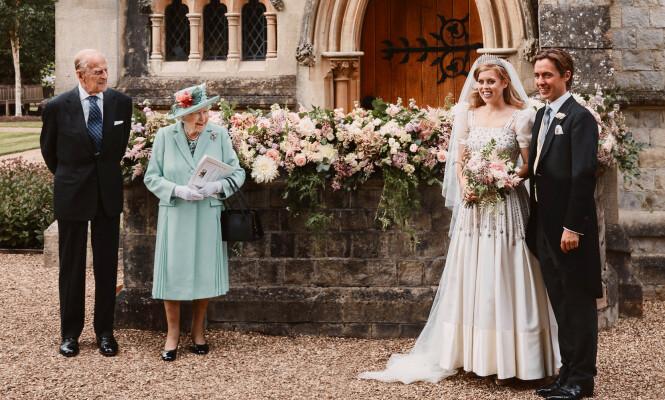 FEIRET: Dronning Elizabeth og prins Philip var til stede da barnebarnet giftet seg fredag. Foto: Pool / Reuters / NTB scanpix