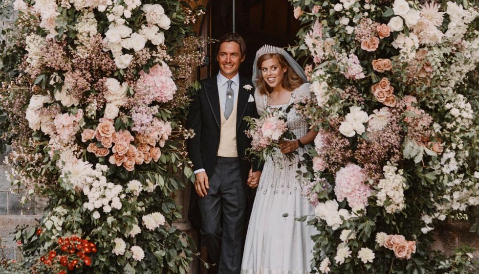 NYE BILDER: Prinsesse Beatrice og italienske Edoardo Mapelli Mozzi ga hverandre sitt ja fredag 17. juli. Nå har det blitt offentliggjort en rekke bilder fra bryllupet. Foto: NTB Scanpix