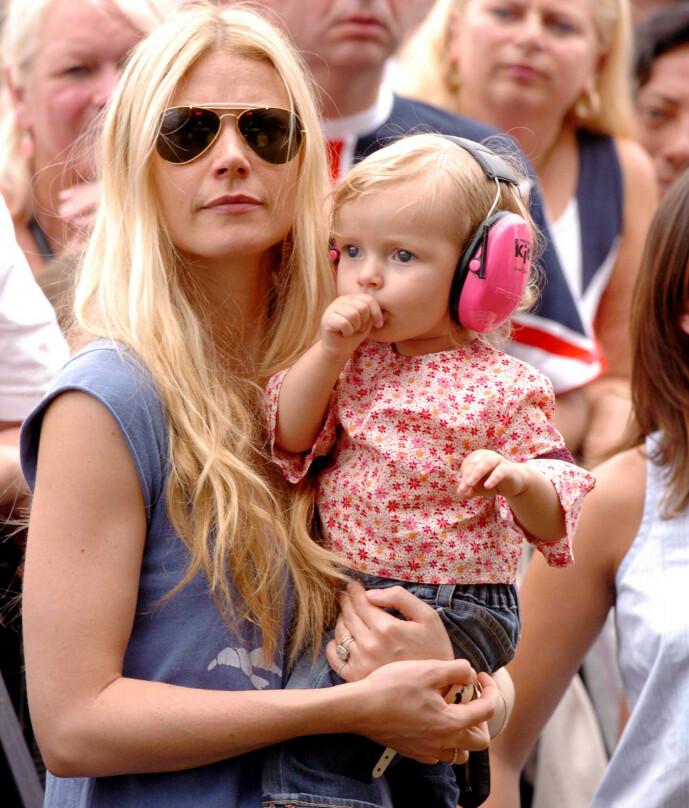 TIDLIG KRØKES: Gwyneth Paltrow og datteren Apple på Live8 Concert i Hyde Park i London i 2005. FOTO: NTB scanpix