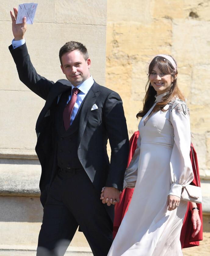 HATTEFIN: Skuespillerparet Troian Bellisario og Patrick J. Adams var blant gjestene i det kongelige bryllupet i mai 2018. Man kan vel trygt si at 34-åringen lyktes i å skjule gravidmagen. Foto: NTB Scanpix