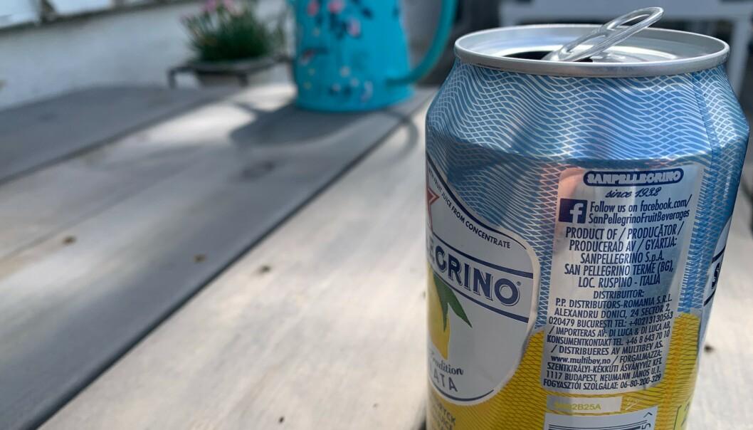 <strong>UNNGÅ DRIKKE FRA BOKS:</strong> Har du allergi mot insekter, eller tror du kan ha det, kan det være risikabelt å drikke søt drikke fra boks - som en veps i verste fall har forvillet seg nedi. Foto: Berit B. Njarga