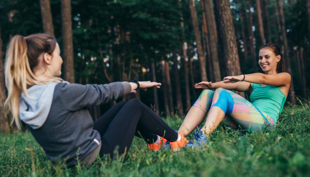 MAGETRENING: Vi trener ikke magen for å få flat mage, men for å styrke kjernen. FOTO: NTB scanpix