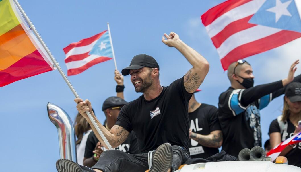 <strong>AKTIVIST:</strong> Ricky Martin protesterte i fjor mot Puerto Rico-guvernøren Ricardo Rossello. Demonstrantene krevde hans avgang etter at en homofobisk chatlog ble lekket. Foto: NTB Scanpix