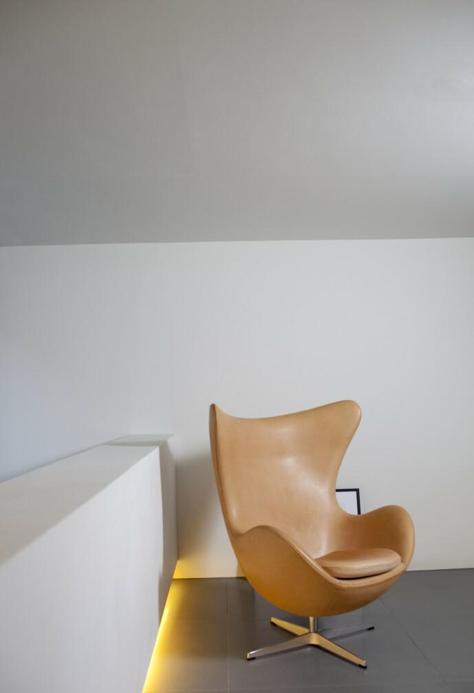 IKONISK: Arne Jacobsens Egg er en klassiker. De originale stolene fra 60-tallet koster nesten like mye som de som produseres i dag. Foto: NTB Scanpix