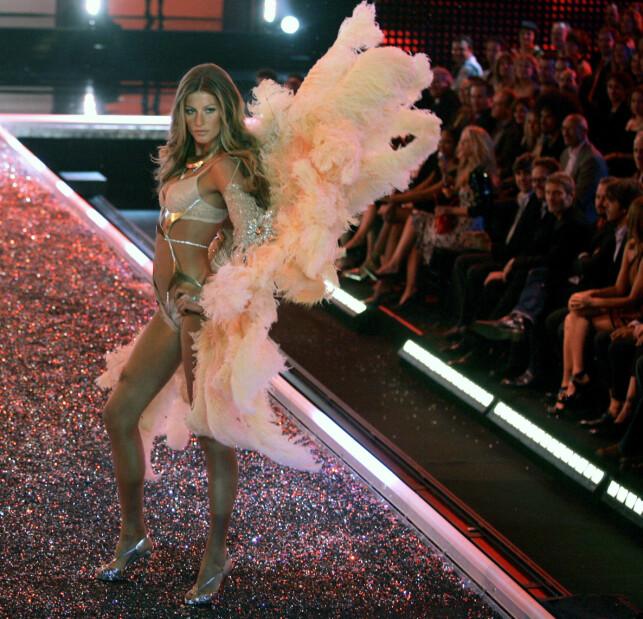 ENGEL: Fra 2000 til 2007 var hun en fast engel for Victoria's Secret. På det tidspunktet var det angivelig den dyreste kontrakten undertøysmerket hadde skrevet noensinne. Her er hun fotografert i 2006. Foto: NTB Scanpix