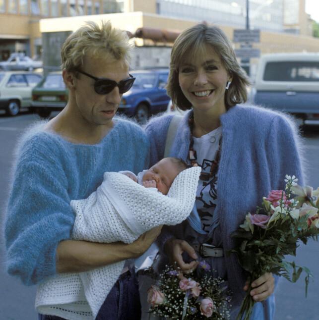 STOLTE: Jahn Teigen og Anita Skorgan viste stolt fram dattera Sara da hun så dagens lys i 1984. Foto: NTB Scanpix