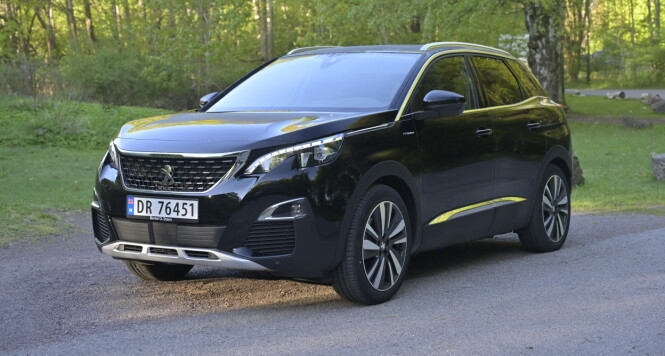 <strong>FREKK FRANSK:</strong> Peugeot har gjort mer ut av designen enn VW og har klart å skjule 21,4 cm bakkeklaring på en forbilledlig måte. Foto: Rune M. Nesheim