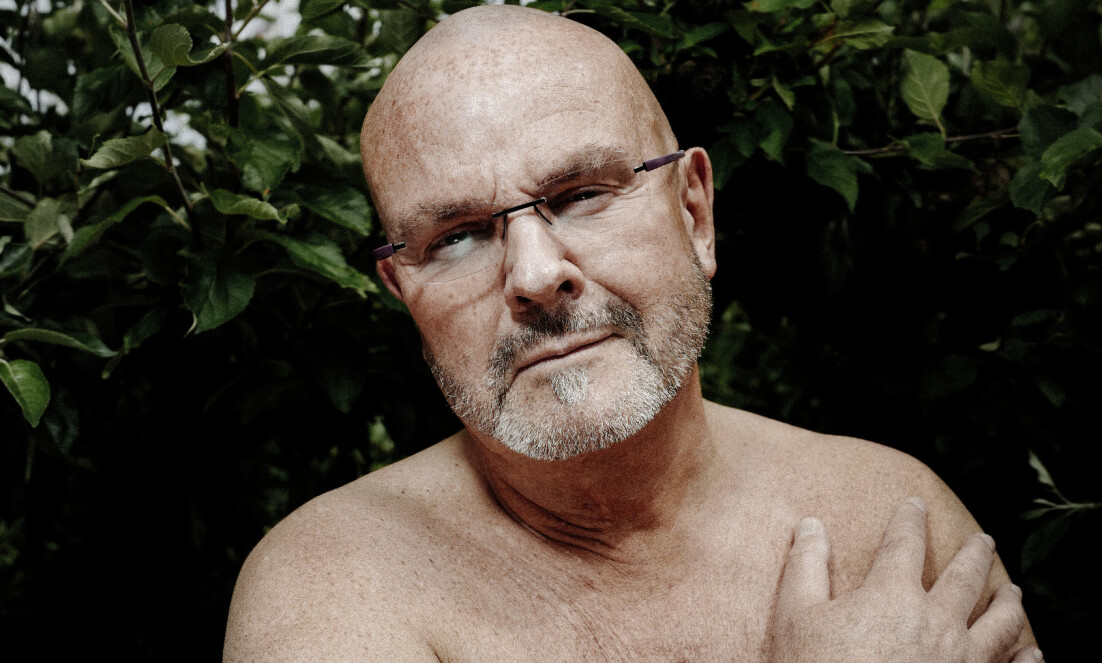 NAKEN PREST: Einar Gelius er ikke redd for å vise hud, for å snakke om sex, eller for å provosere. Foto: Morten Rakke