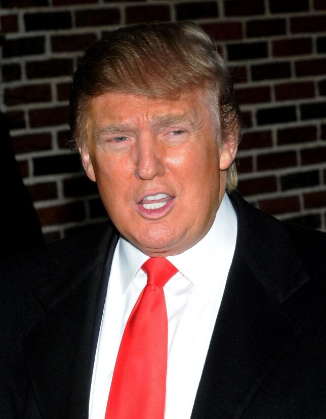 DEN GANG DA: Donald Trump har hatt samme sveis i flere tiår, men fargen har endret seg de siste åra. Bare for ni år siden var den daværende realitystjerna mye mørkere på toppen. Foto: NTB Scanpix