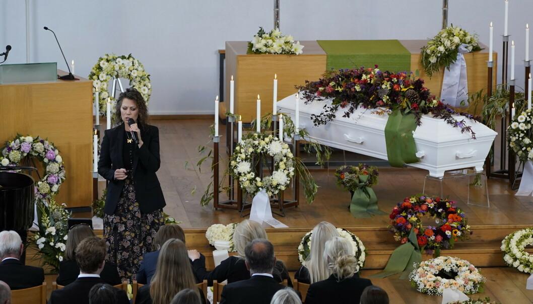 RØRENDE: Trine Rein sang i «Finken» sin bisettelse tirsdag ettermiddag. Foto: NTB scanpix