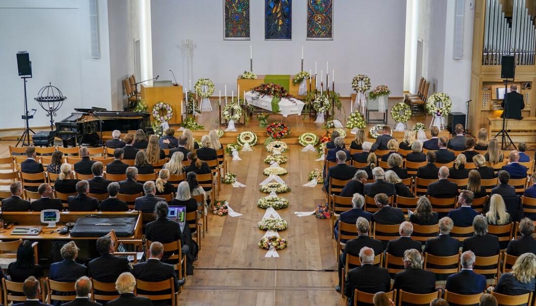 BISETTELSE: Finn Christian Jagge bisettes i Nordstrand kirke i Oslo. Foto: Lise Åserud / NTB scanpix