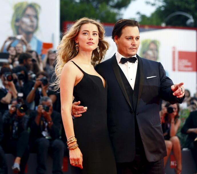 TUBULENT FORHOLD: Det har i flere år blitt lekket historier fra det turbulente ekteskapet mellom Amber Heard og Johnny Depp. Mandag vitnet hun mot eksmannen i London. Her sammen i 2015. Foto: NTB scanpix
