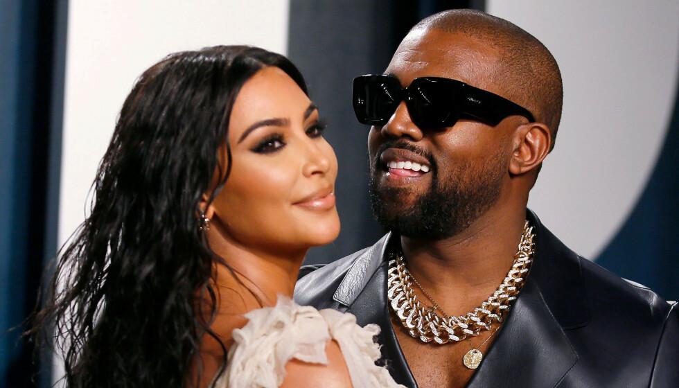 <strong>KOMMER OVERENS:</strong> Kim Kardashian West og Kanye West har det angivelig bedre sammen etter familieturen til Karibia. Her er de avbildet under Vanity Fairs Oscar-fest i februar. Foto: NTB Scanpix