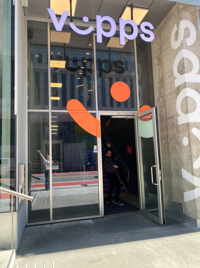 image: - Vi lager en fake nettbutikk der man kan betale med Vipps!