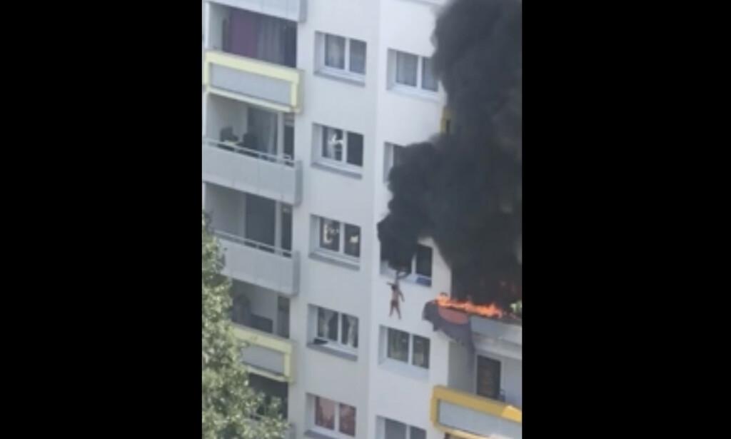 KOM SEG UNNA: De to guttene unnslapp brannen med livet i behold. Foto: AP / NTB scanpix