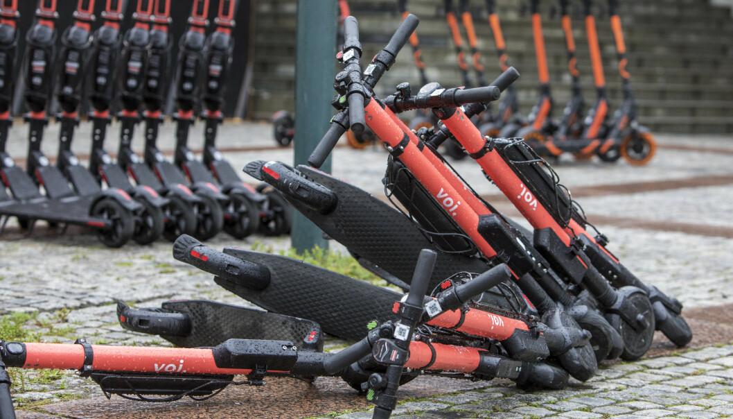 <strong>BER OM ENDRING:</strong> Kjendisene ønsker nå at parkeringsmulighetene til elsparkesyklene skal reguleres. Foto: NTB Scanpix
