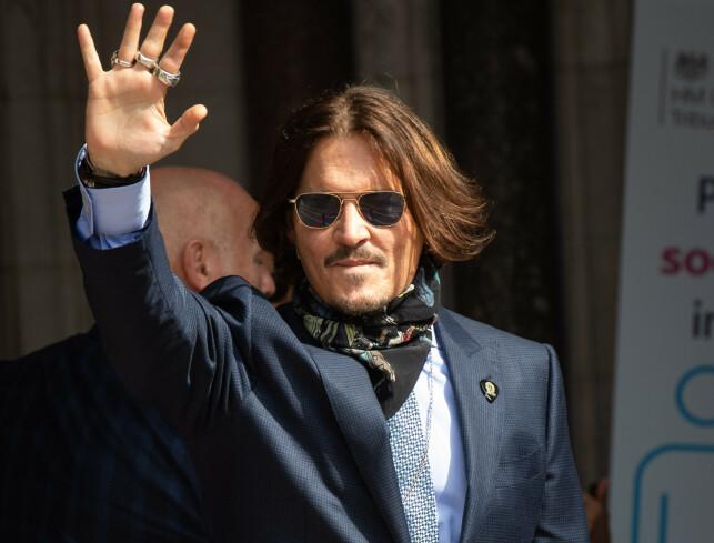 PÅ HØRING: Johnny Depp ankommer High Court i London fredag. Foto: Matt Crossick/Empics