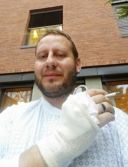 TOK EN BLÅS: - Jeg fikk etter hvert et avslappet forhold til alle sykehusinnleggelsene, sier Per Steinar. Foto: Privat