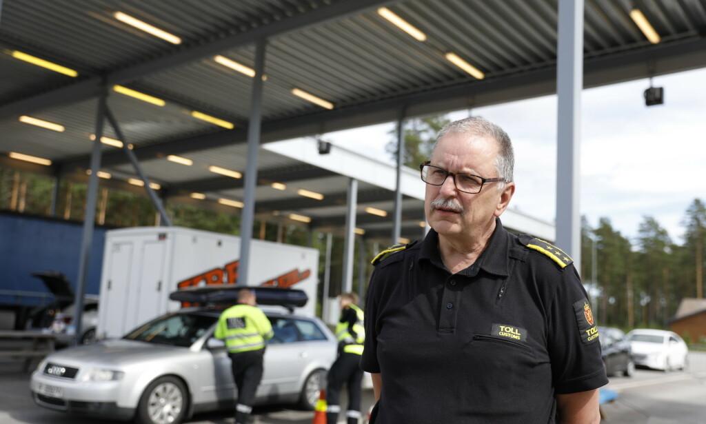 GRENSEÅPNING: Seksjonsleder i Tolletaten Bjørn Hansrud forteller at de forventer at trafikken nå vil øke kraftig som følge av ytterligere grenseåpning. Foto: Christian Roth Christensen / Dagbladet.