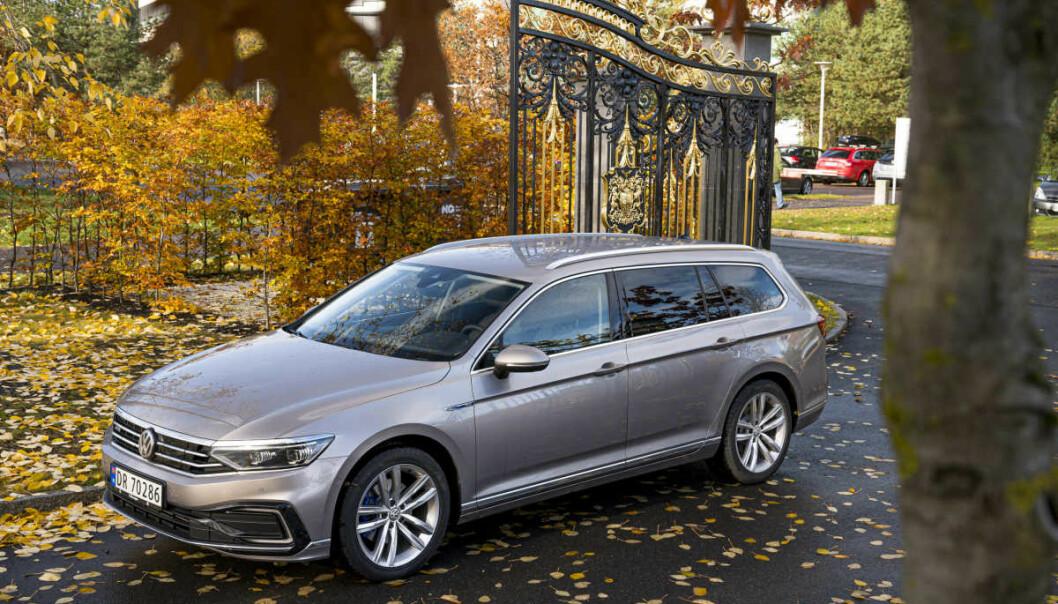BLIR HELELEKTRISK? VW Passat GTE fikk terningkast fem av Dinside i desember i fjor. Nå ryktes det at den niende generasjonen av 47-åringen kan bli elbil. Foto: Jamieson Pothecary