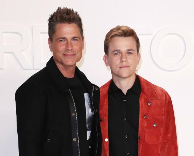 FAR OG SØNN: Skuespiller Rob Lowe med sønnen John Owen Lowe under en Tom Ford-visning i februar.