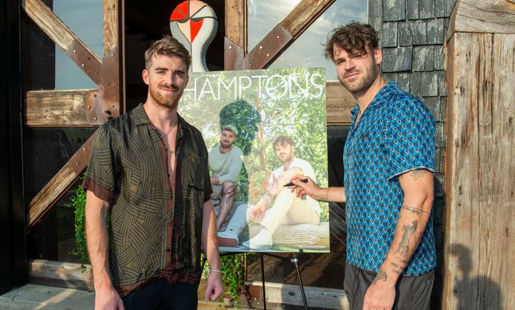 GIKK GALT: Andrew Taggart og Alexander Pall i The Chainsmokers, her avbildet før konserten lørdag. Foto: NTB Scanpix.