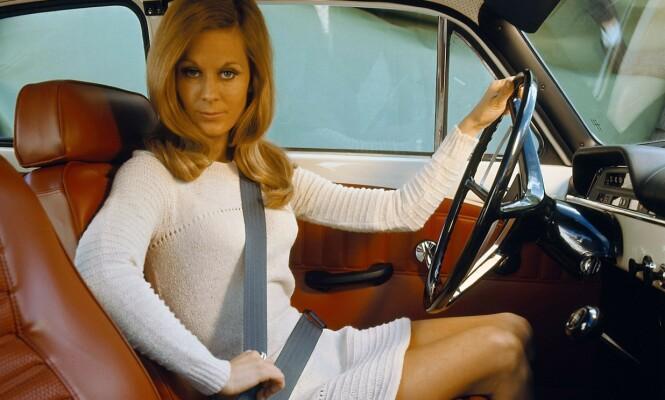 <strong>TIDLIG UTE:</strong> I 1959 var Volvo først ute med trepunkts sikkerhetsbelte. Oppfinner Nils Bohlin hentet inspirasjon til beltet fra Saab jagerfly. Spørsmålet er om flere følger Volvos eksempel med redusert toppfart og kameraovervåking. Foto: Volvo