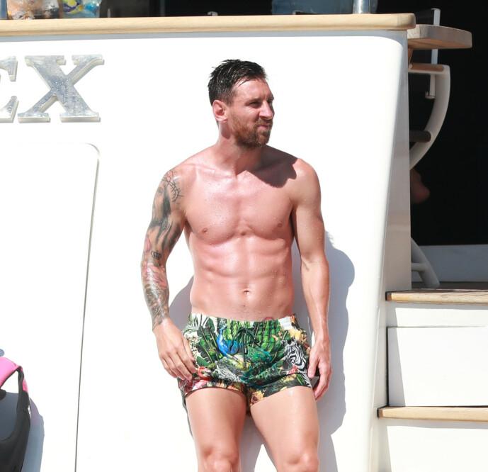 <strong>IBIZA:</strong> Fotballstjernen Lionel Messi så ut til å nyte feriedagene på luksusyachten. Foto: NTB Scanpix
