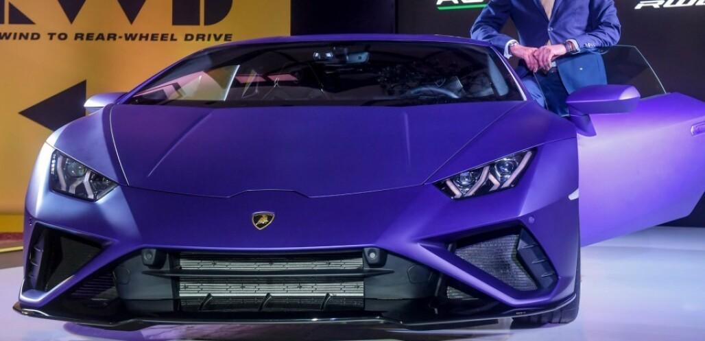 <strong>DYR:</strong> Mannen er tiltalt for å ha brukt corona-kriselånet på en bil som dette. En Lamborghini Huracan Evo. Illustrasjonsfoto: Dibyangshu Sakar / AFP / NTB scanpix