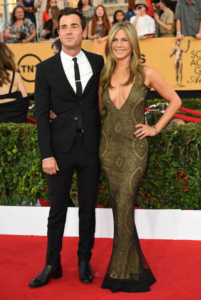 STJERNEPAR: Jennifer giftet seg på nytt i 2015 med Justin Theroux. Her var paret på den røde løperen under SAG Awards det samme året. Foto: NTB Scanpix