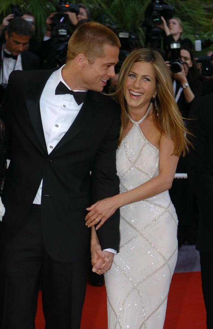 VILLE STIFTE FAMILIE: Jennifer ville gjerne få barn med ektemannen og var klar for å stifte familie da «Friends» var ved veis ende. Slik ble det aldri. Her med ektemannen under Cannes Film Festival i 2004. Foto: NTB Scanpix
