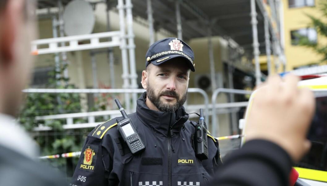 INNSATSLEDER: Innsatsleder Thomas Broberg sier at resten av byen er trygg. Foto: Christian Roth Christiansen