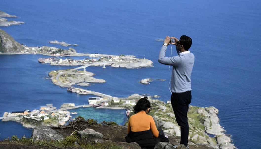 NORD: Nord-Norge og Lofoten har hatt en flott juli 2020. Mange hundre turister har daglig gått opp sherpatrappa til Reinebringen i Lofoten. Populært «Insta-point» på toppen. Foto: Rune Stoltz Bertinussen / NTB scanpix